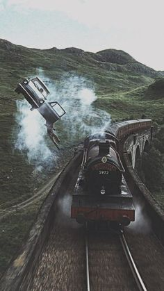 15 Fondos de pantalla inspirados en Harry Potter para llenar de magia tu celular Hogwarts Express traveling at full speed through England and as your [. Harry Potter Tumblr, Images Harry Potter, Arte Do Harry Potter, Theme Harry Potter, Harry Potter Movies, Harry Potter Hogwarts, Harry Potter World, Harry Potter Flying Car, Always Harry Potter