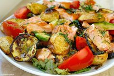 Salad with salmon and honey mustard dressing 1 Veggie Recipes, Healthy Recipes, Honey Mustard Dressing, Basil Chicken, Fish Dishes, Special Recipes, Easy Cooking, Healthy Eating, Healthy Food