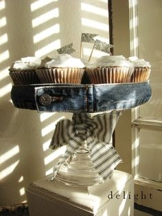 Cake Stand... perfect for the 4th of July party.