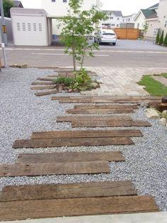 Sleeper and gravel Garden Design Plans, Garden Landscape Design, Small Garden Design, Garden Floor, Garden Paving, Garden Paths, Sleepers In Garden, Japanese Plants, Inside Garden