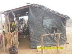 Una cocina Wayuu, ellos la tienen separada de su lugar de habitación, nosotros los civilizados nos contaminamos y la tenemos cerca del baño Tourism, Cooking