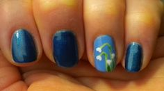 A simple winter manicure. The flowers are supposed to look like Snowdrops that were in bloom when I created these nails