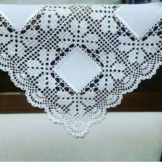 Learn to Crochet – Crochet Wave Fan Edging. How I made this wave fan edging border stitch. Filet Crochet, Crochet Motifs, Crochet Borders, Crochet Squares, Irish Crochet, Crochet Doilies, Crochet Bedspread Pattern, Crochet Fabric, Crochet Tablecloth