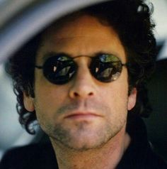 Early 90\'s Lindsey Buckingham.  Such a hottie.