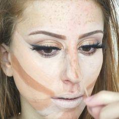 Tecnicas de maquiagem com micropore! Sobrancelha(Eyebrows): Cinnabar Mary Kay Corretivo Studio Finsh Mac NC 20  Pele (Skin): Paleta Kryolan  1w 3w 4w 7w Pó translucido tracta  Iluminador Mac Soft and Gentle  Olhos(Eyes) Delineador preto tracta Sombra preta vult  Pigmento vult cor 05 cilios Vegas Nay  Boca (Lips) Viva Glam nude Mac Gloss Rimmel 3D