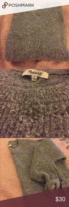 Madewell Heathered Gray Crewneck Sweater Heathered gray Crewneck sweater from Madewell in size Large. Minimal wear and no pilling or signs of wear. Madewell Sweaters Crew & Scoop Necks