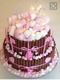 Chocolate and marshmallow cake recipe - Good cake recipes Chocolate Marshmallow Cake, Chocolate Marshmallows, Chocolate Cupcakes, Pink Chocolate, Candy Cakes, Cupcake Cakes, Drip Cakes, Occasion Cakes, Sweet Cakes