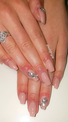 Acrylic nails with crystals