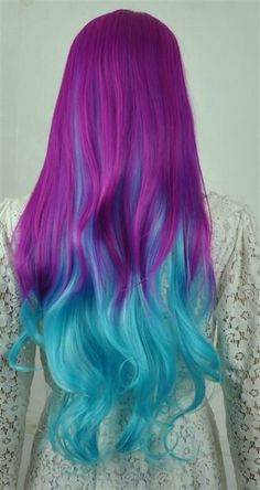 Violet and light blue hair color. Dye the upper side of your hair in striking violet while giving the underside and bottom part of the hair a lighter and striking blue hair color. Teal Hair, Bright Hair, Ombre Hair, Colorful Hair, Turquoise Hair, Rainbow Hair Colors, Multicolored Hair, Violet Hair, Diy Hairstyles