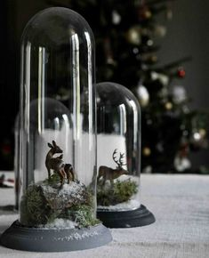 Winter Yule scene with deer under glass cloche Noel Christmas, Little Christmas, Rustic Christmas, Winter Christmas, All Things Christmas, Christmas Crafts, Christmas Scenes, Christmas Tablescapes, Christmas Decorations