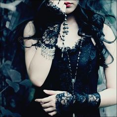 """""""Gothic Queen"""" I think that this is so interesting and has a dark beauty Victorian Goth, Gothic Steampunk, Gothic Lolita, Dark Beauty, Gothic Beauty, Punk Fashion, Gothic Fashion, Romantic Goth, Goth Look"""