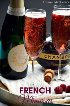 The combination of Chambord and champagne in these French Mimosas will fancy up your morning brunch or be a perfect pre-dinner cocktail. Chambord Cocktails, French Cocktails, Fruity Cocktails, Wine Cocktails, Cocktail Drinks, Martinis, Chambord And Prosecco, Classic Cocktails, Craft Cocktails