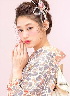 Kimono Japan, Japanese Kimono, Japanese Costume, Character Poses, Body Poses, Japanese Outfits, Yukata, Up Styles, Woman Face