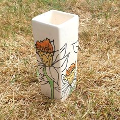 Paint your own pottery. Using an under glaze fine liner to draw the lines on the bud vase then dabbing in the colour. This was painted by a customer at the studio Paint Your Own Pottery, Bud Vases, Daffodils, Hand Painted, Drawings, Painting, Sketches, Paintings, Daffodil