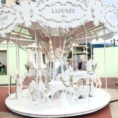 モナコに現れたラデュレのメリーゴーランドが可愛すぎ! | marry[マリー]