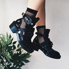 happy feet ft. @_goldsoul_ fishnet details ️
