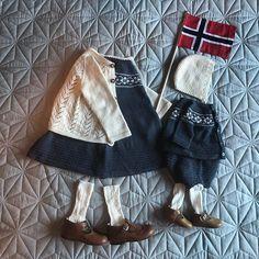 @fru_corneliussen \\ Hipp hipp hurra! // Vi er klare for morgendagen #Puttykjole og #akvarelljakke til storesøster, og #vinterkysa, #puttyjakke og #puttybleiebukse til lillebror.