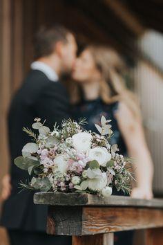 Bride Bouquets, Flower Bouquet Wedding, Bridesmaid Bouquet, Bridesmaid Gifts, Top Wedding Trends, Wedding Tips, Wedding Ceremony, Brides And Bridesmaids, Best Day Ever