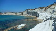 https://flic.kr/p/UCey5s | Scala dei Turchi | Pour prendre une photo magnifique sous le soleil de Sicile ou passer une après-midi à vous baigner et à bronzer dans une crique au cadre exceptionnel, la Scala dei Turchi est un point de visite incontournable. Selon les locaux, cette plage au relief rare en a fait l'une des 10 plus belles plages au monde, dans les derniers classements touristiques. www.tresors-de-syracuse.fr/scala-dei-turchi-plage-agrigente/