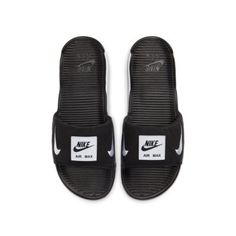 Who would have thought that slippers could turn into the go-to essential for your summer wardrobe? Nike did! So, they flipped their Nike Air Max 90 to a stunning slide Nike Slippers, Mens Slippers, Nike Air Max, Mens Fashion Shoes, Nike Fashion, Fashion Outfits, Air Max 90 Herren, Dna, Streetwear Online