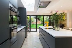 My open plan kitchen diner extension styling tips are perfect for your new kitchen extension, see examples by Simply Extend the London kitchen extension builder Kitchen Diner Extension, Open Plan Kitchen Diner, Open Plan Kitchen Living Room, Kitchen Dining Living, Modern Kitchen Island, Home Decor Kitchen, Kitchen Ideas, Kitchen Islands, Dark Grey Kitchen