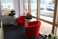 Dune planter in Polished white makes a great piece to accompany red furniture