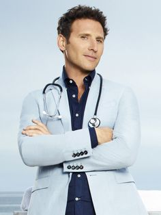 "Mark Feuerstein as ""Dr. Hank Lawson"" in Royal Pains."