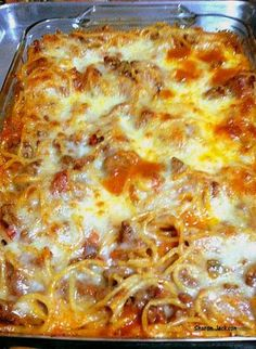 Pasta Bake - Use uncooked rigatoni pasta. ***Use at least lean ground beef, whole wheat or other power food pasta, sugar sweetener & fat free cheese to keep it Simply Filling. Pasta Recipes, Beef Recipes, Italian Recipes, Cooking Recipes, Recipies, Macaroni Recipes, Pasta Dishes, Food Dishes, Main Dishes