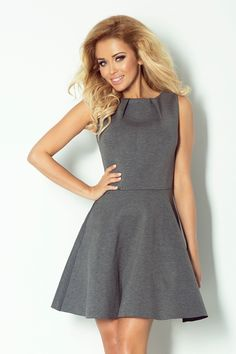 c75c5a2cb8 Piankowa rozkloszowana sukienka na lato szara Sandały