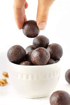 These MINT Chocolate Energy Balls are the BEST healthy homemade dessert recipe or quick snack! Easy to make – just 7 ingredients!! – and loaded with flavor and natural sweetness. They're the healthiest way to satisfy the mint chocolate craving! Vegan Energy Balls, Energy Bites, Protein Bites, Energy Snacks, Protein Snacks, High Protein, Like Chocolate, Mini Chocolate Chips, Homemade Desserts