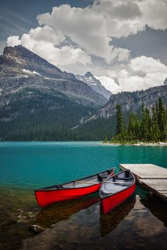 Ladies in Red - Red canoes seem perfectly placed and waiting at Lake O'Hara in Yoho National Park, Canadian Rockies, British Columbia Canada Landscape, City Landscape, Yoho National Park, National Parks, Places Around The World, Around The Worlds, Beautiful World, Beautiful Places, Melbourne