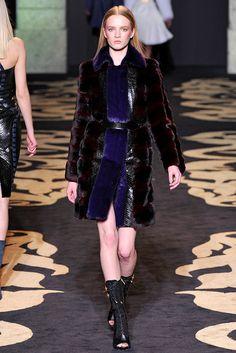 Versace Fall 2011 Ready-to-Wear Fashion Show - Daria Strokous