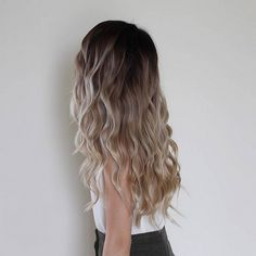 Don't worry about having short hair!You can put your short wavy hair in trance and cool looks.If you are looking for short hairstyles for ladies with wavy Wavy Hair, Dyed Hair, Blonde Hair, Gorgeous Hair, Pretty Hair, Hair Dos, Balayage Hair, Hair Inspiration, Curly Hair Styles