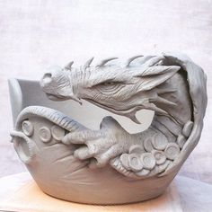 The last dragons of the year The full dragon wrap and the dragon in the cave yarn bowls These very popular bad boys can be ordered at earthwoolfireets These bowls can be made as yarn bowls, click the image or link for more info. Ceramic Clay, Ceramic Bowls, Pottery Bowls, Ceramic Pottery, Deco Jungle, Dragons, Pottery Techniques, Pottery Sculpture, Ceramics Projects
