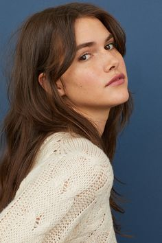 Jumper in a soft cable knit with long raglan sleeves and ribbing around the neckline, cuffs and hem. Hairstyles With Bangs, Pretty Hairstyles, Hair Inspo, Hair Inspiration, Collateral Beauty, Shotting Photo, Long Hair With Bangs, Maquillage Halloween, Aesthetic Hair