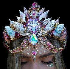I wonder how much glitter I've inhailed in my life time  #glitteraddict  .  .  .  Have a good day beauties, ily   #glitter #positive #goodvibe  #aura #crystals #seashells #gemstones #pinkcrystals #fashion #art #handmade #headwear #tiara #pink #shellcrown #chelseasflowercrowns #details