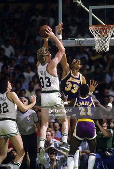 Boston Celtics Larry Bird in action, shot vs Los Angeles Lakers. Boston Celtics, Lakers Vs Celtics, Celtics Basketball, Basketball Legends, Basketball Players, Pro Basketball, Larry Bird, Los Angeles Lakers, Sketches