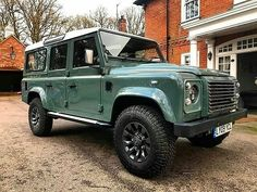 New or old, they are always pretty. By @uk_defenders #landrover #defender110csw #landroverdefender #landroverphotoalbum #4x4