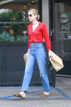 Emma Roberts Street Style – Leaving Stamp in Los Feliz - Emma Roberts Latest P. - Emma Roberts Street Style – Leaving Stamp in Los Feliz – Emma Roberts Latest Pictures - Smart Casual Outfit, Celebrity Casual Outfits, Casual Jeans, Celebrity Summer Style, Style Summer, Celebrity Jeans, Celebrity Photos, Outfit Jeans, Jean Outfits