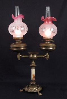 "98: DOUBLE FONT ""HAND"" LAMP WITH RUBINA SHADES : Lot 98"