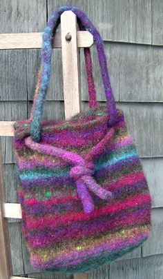 Felted Knit purses Purse Patterns Free, Crochet Purse Patterns, Bag Pattern Free, Felt Purse, Diy Purse, Knitting Designs, Knitting Projects, Knitted Bags, Felted Bags