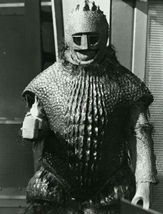 Ice Warriors are a Martian reptile race. When Mars turned cold they had to adapt. They're biomechanoids, cyborgs, built themselves survival armor so they could exist in the freezing cold of their home world. Doctor Who Tv, Watch Doctor, Good Doctor, Turner Classic Movies, Classic Tv, Classic Films, Ice Warriors, Peter Davison, Jon Pertwee