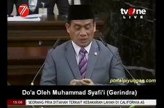"""Politisi Gerindra yang Membaca Doa Itu Sudah Terima 300 SMS Bahkan Dituduh """"Setan""""  [portalpiyungan.com] Politikus Gerindra Muhammad Syafi'i menyadari dirinya bakal dihujani kritikan dan sorotan usai menggemparkan sidang tahunan MPR Selasa (16/8) kemarin. Syafi'i adalah pembaca doa saat penutupan sidang usai pidato Presiden Joko Widodo. Doa yang dahsyat dan menggetarkan yang dibacakan dihadapan Presiden Jokowi itu beredar luas di kalangan netizen. (Baca: Doa MENGGEMPARKAN Usai Pidato…"""