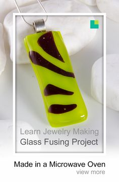 Tiger stripes glass fused pendant made in a microwave oven with a microwave kiln. This glass jewelry / jewellery pendant was made with yellow COE 96 bullseye glass. Make sure you have a look at our very comprehensive glass fusing course. Learn how you can make your own jewelry today.