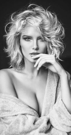 Black and White Fashion Photography Examples — Richpointofview Portrait Photo Portrait, Portrait Photography Poses, Beach Portraits, Photography Poses Women, Glamour Photography, Girl Photography, Fashion Photography, Photography Flowers, Wedding Photography