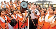 #SchoolGirls Waiting for their turn to see the #Mangalyaan through #Telescope