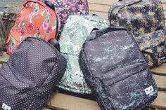 Estas mochilas são lindas e foram feitas com restos de guarda-chuvas e cintos de segurança!