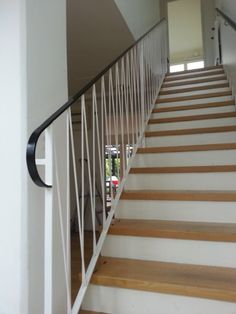 Funkistrappa S P A C E t Stairs Hall and Staircase railings Stair Railing Design, Staircase Railings, Balcony Railing, Staircases, Outdoor Handrail, Staircase Pictures, Steel Handrail, Take The Stairs, Mid-century Modern
