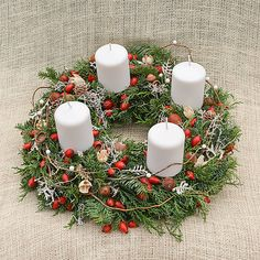 Hydrangea / Prírodný veniec zo živej čečiny Hydrangea, Christmas Wreaths, Table Decorations, Holiday Decor, Home Decor, Decoration Home, Room Decor, Hydrangeas, Home Interior Design