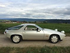 Porsche 928 S pearl white Model 1983 Porsche Rs, Porsche Carrera, Car Brands, Toys For Boys, Porsche Classic, Cars, Pearl White, Vehicles, Model